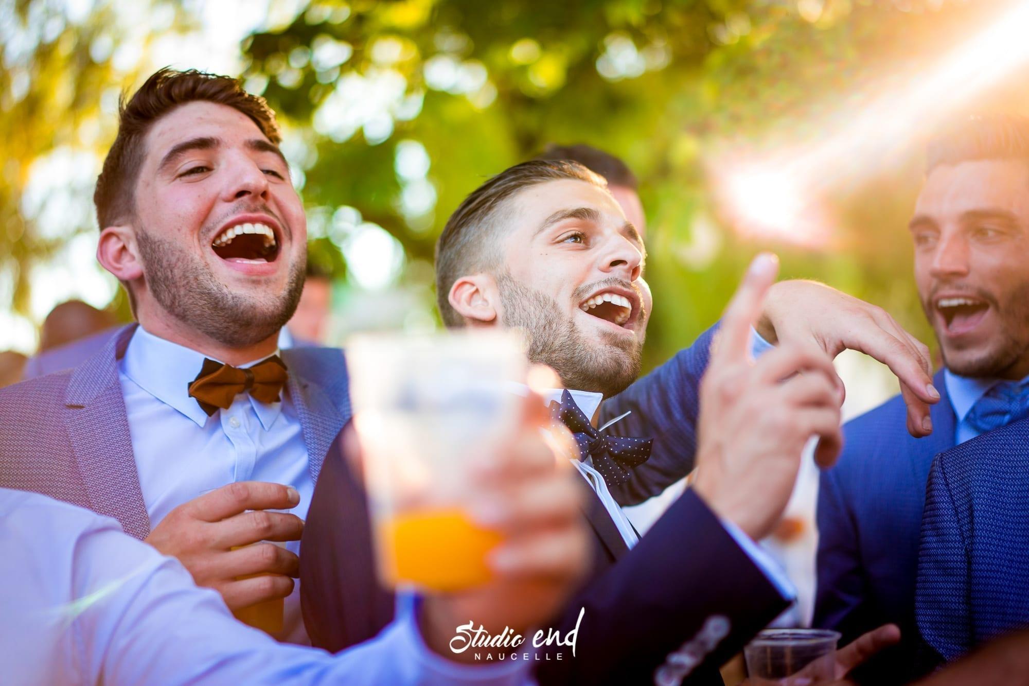 Photo de mariage dans le Tarn Reportage mariage marié Photo de groupe Emeline Delsaut