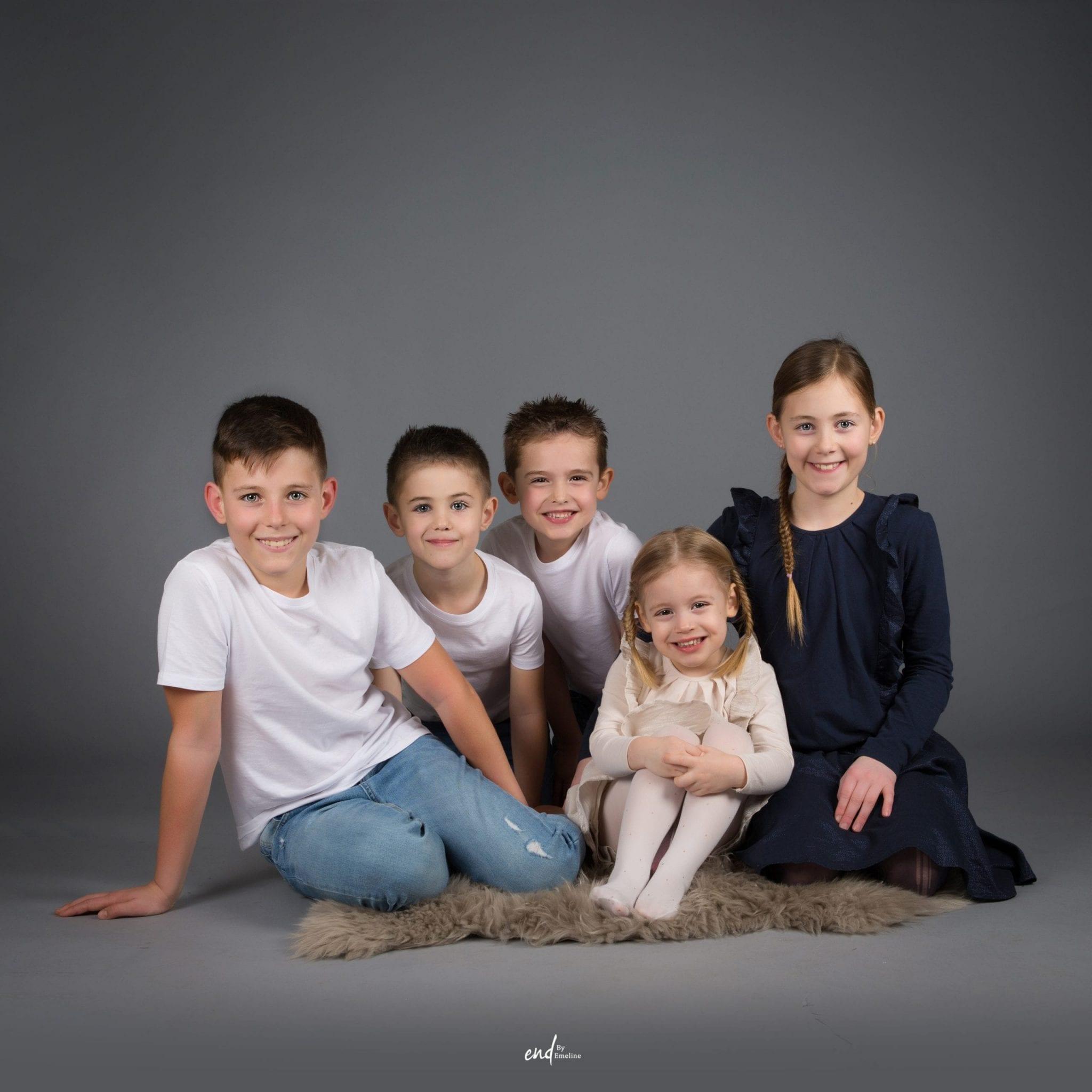 Photo de famille la photos de cousins photographe Studio END Naucelle