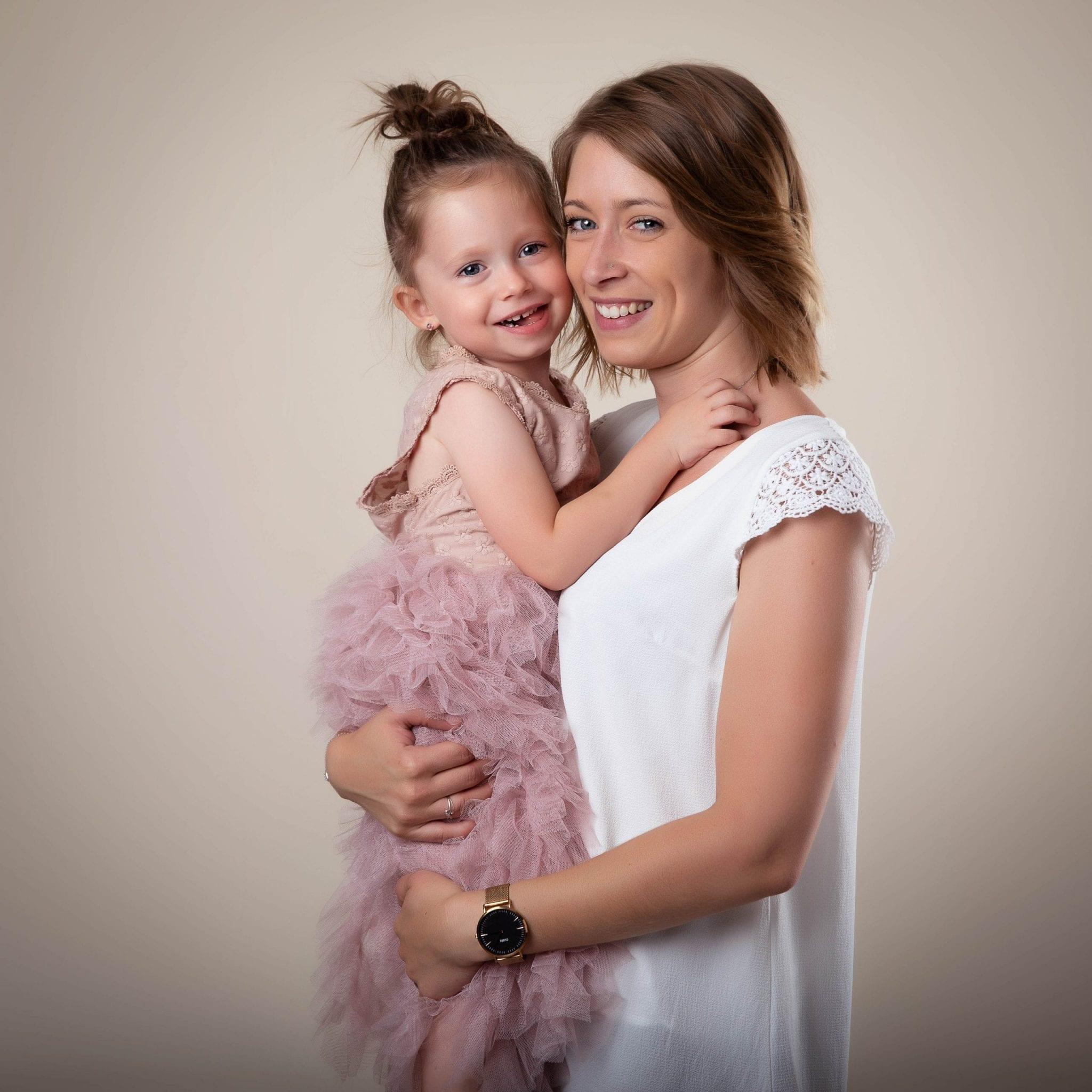Photo de famille maman et petite fille Studio END Naucelle