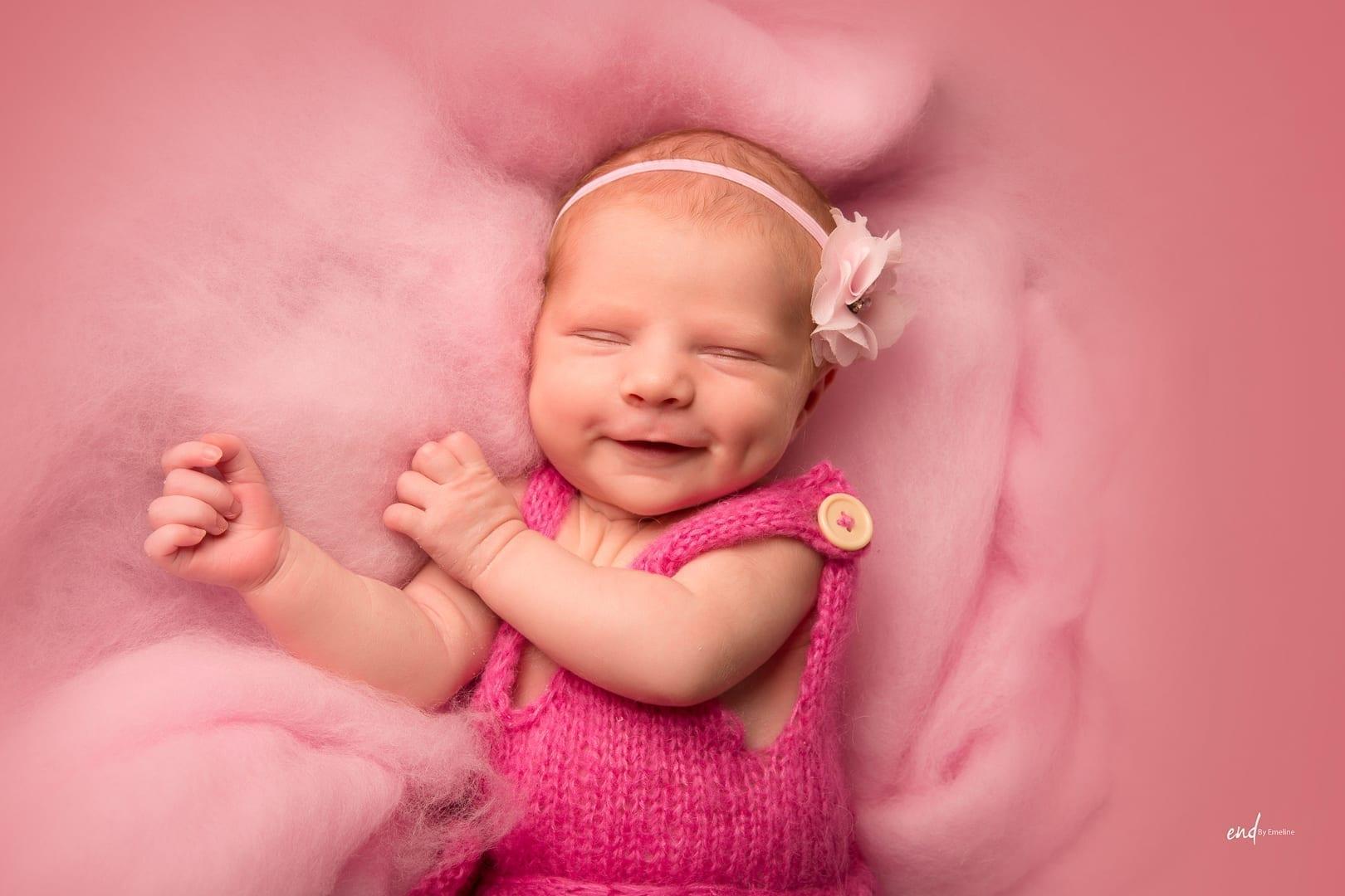 Photo d'un bébé fille, réalisée par Emeline DELSAUT à Naucelle près de Rodez