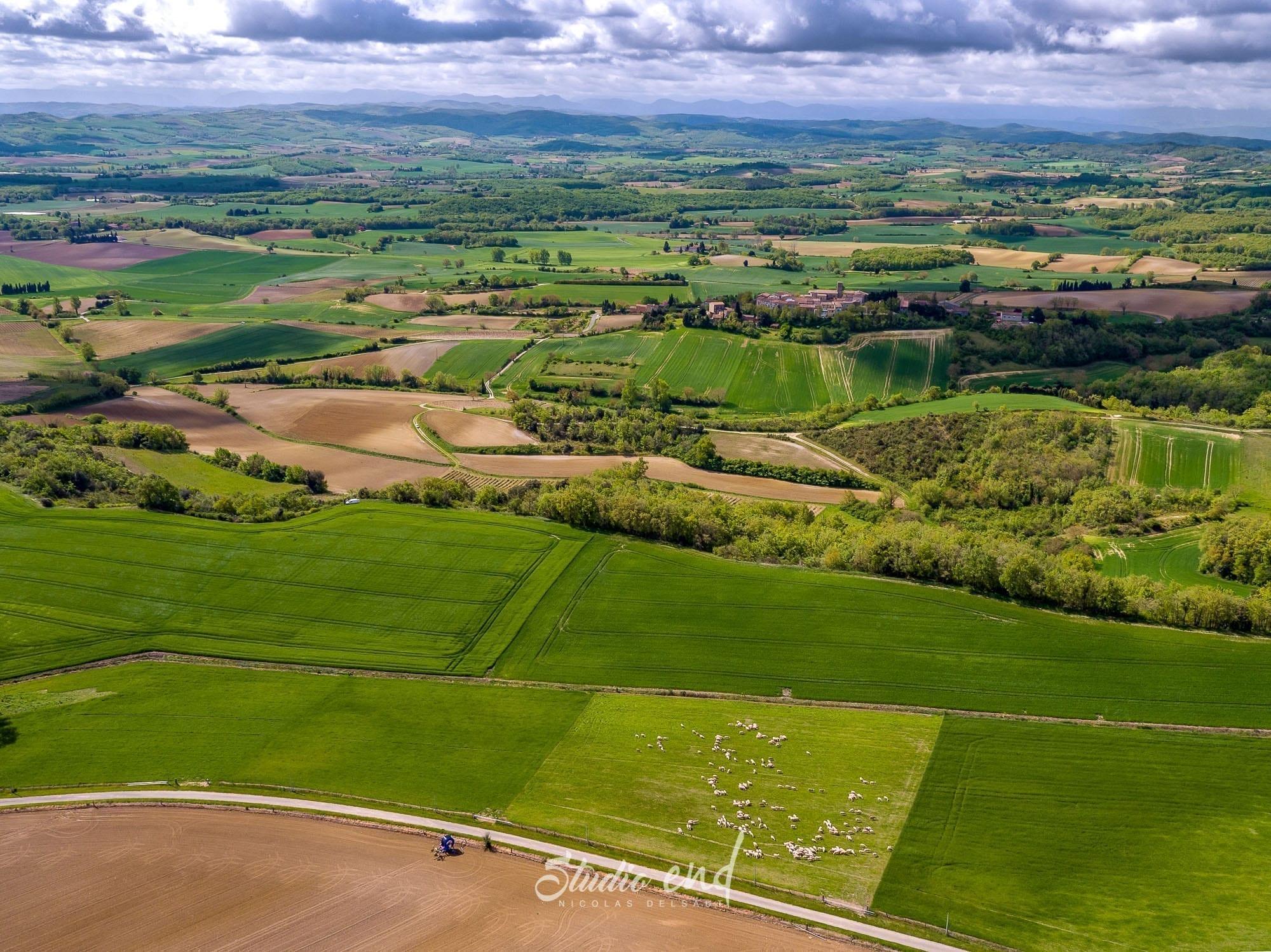 prise de vue drone sur la campagne de l'Aude