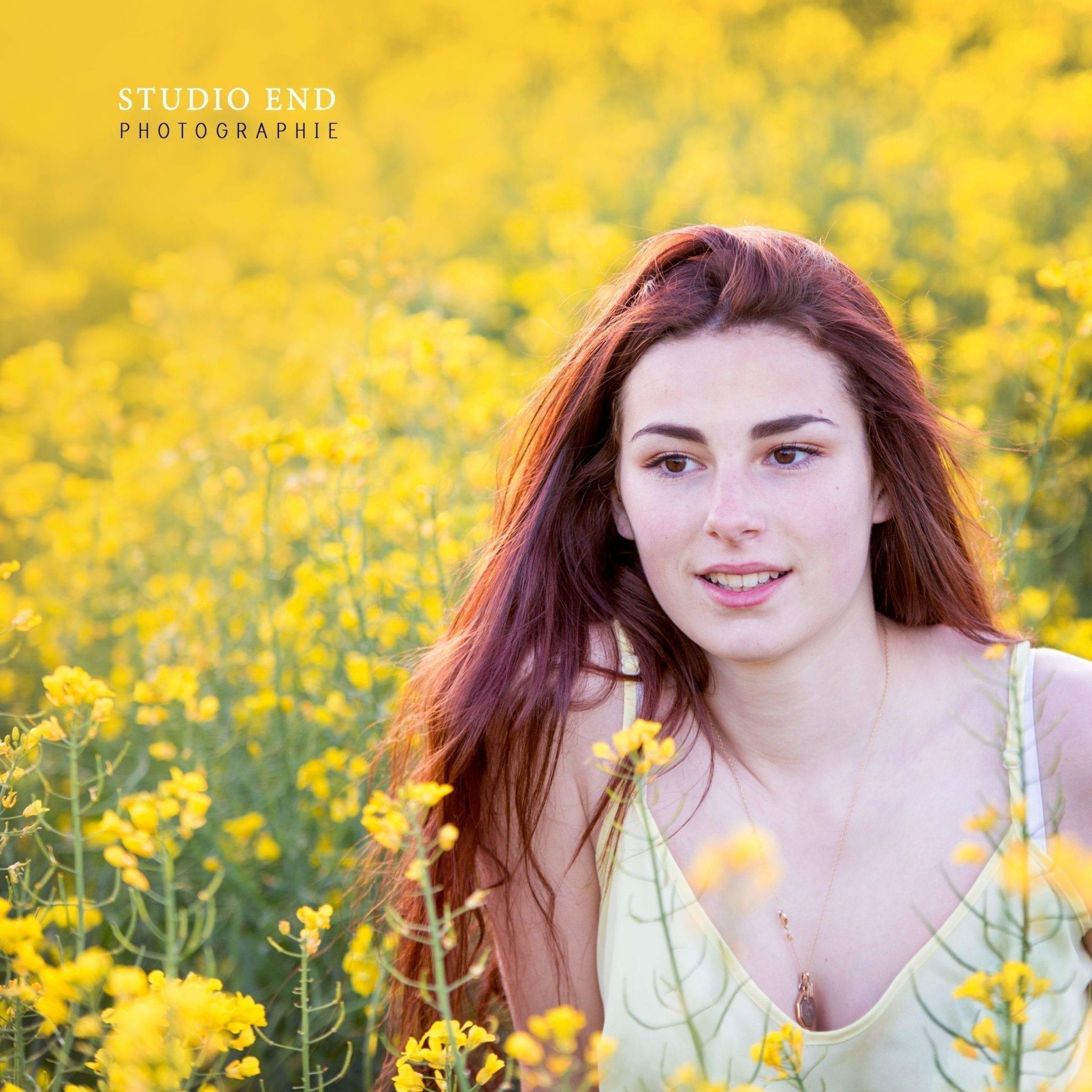 portrait extérieur champs de fleurs