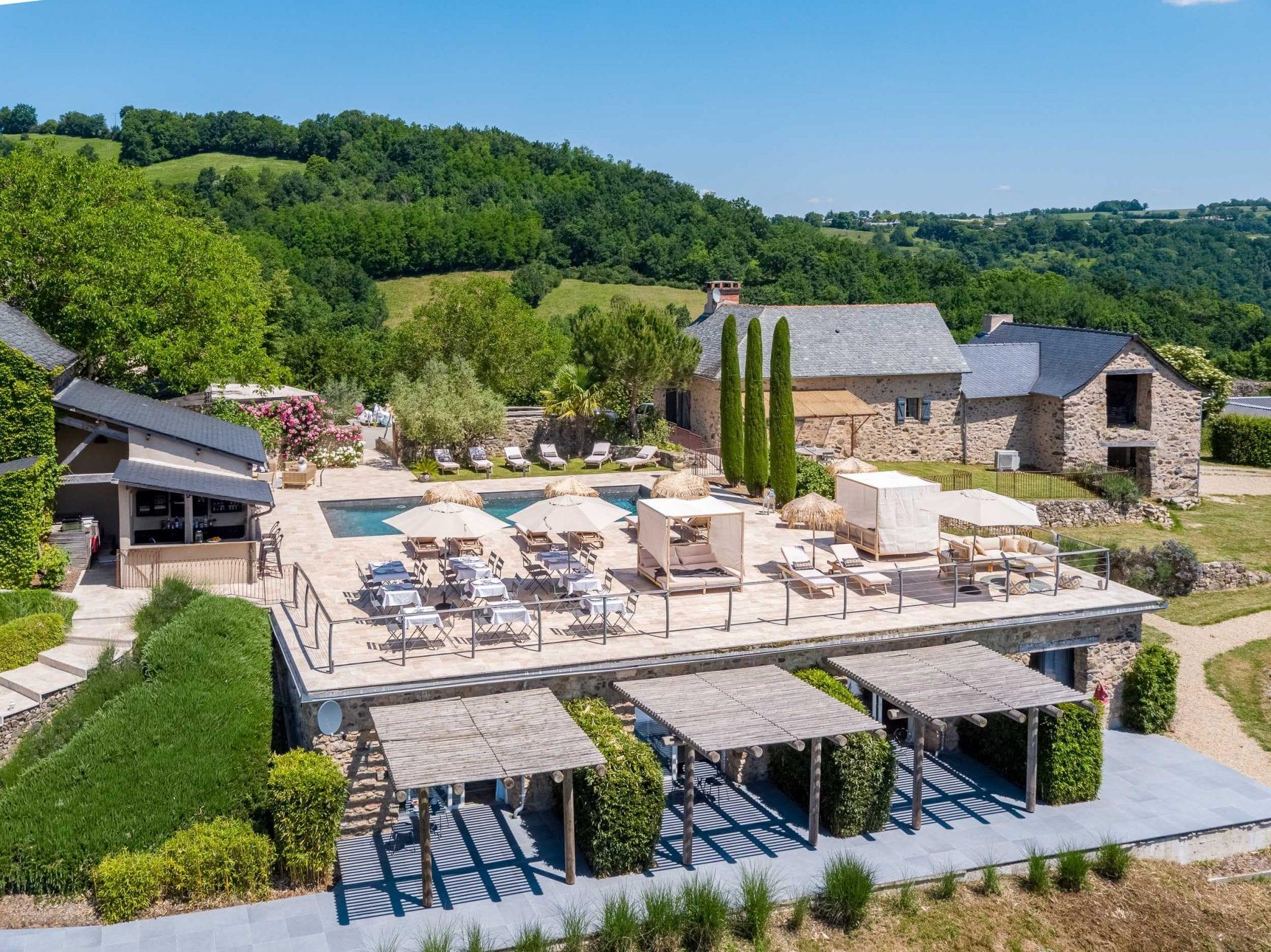 Photos aériennes pour gites et chambres d'hôtes - Photo réalisée au drone par le Studio END, photographe Tarn et Aveyron