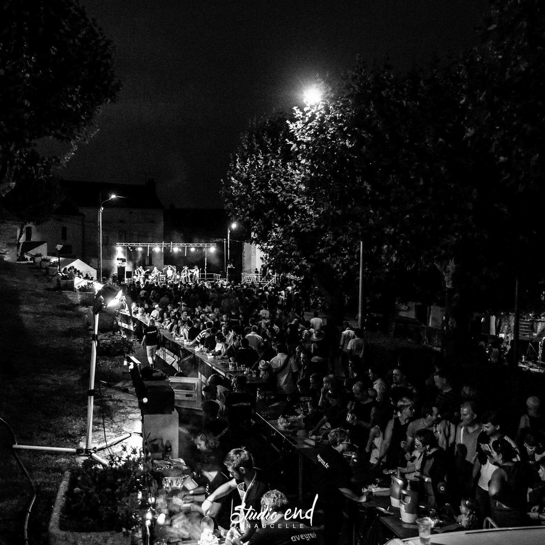 Photo en noir et blanc, Festival la Rue et à Moy à Moyrazes en Aveyron