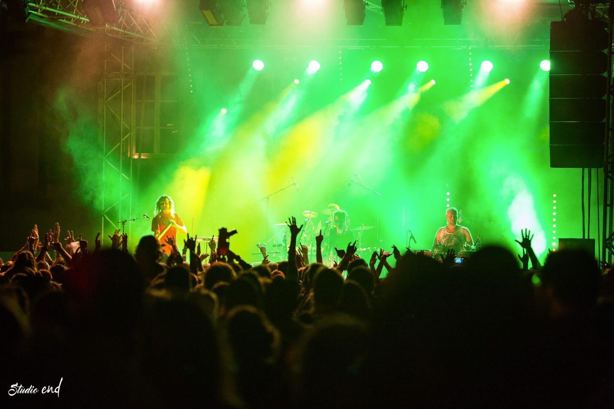photo de reportage, festival Concert Hilight Tribe durant la Fête de la Lumière à Sauveterre de Rouergue