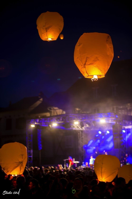 lâcher de lanterne chinoise en plein concert