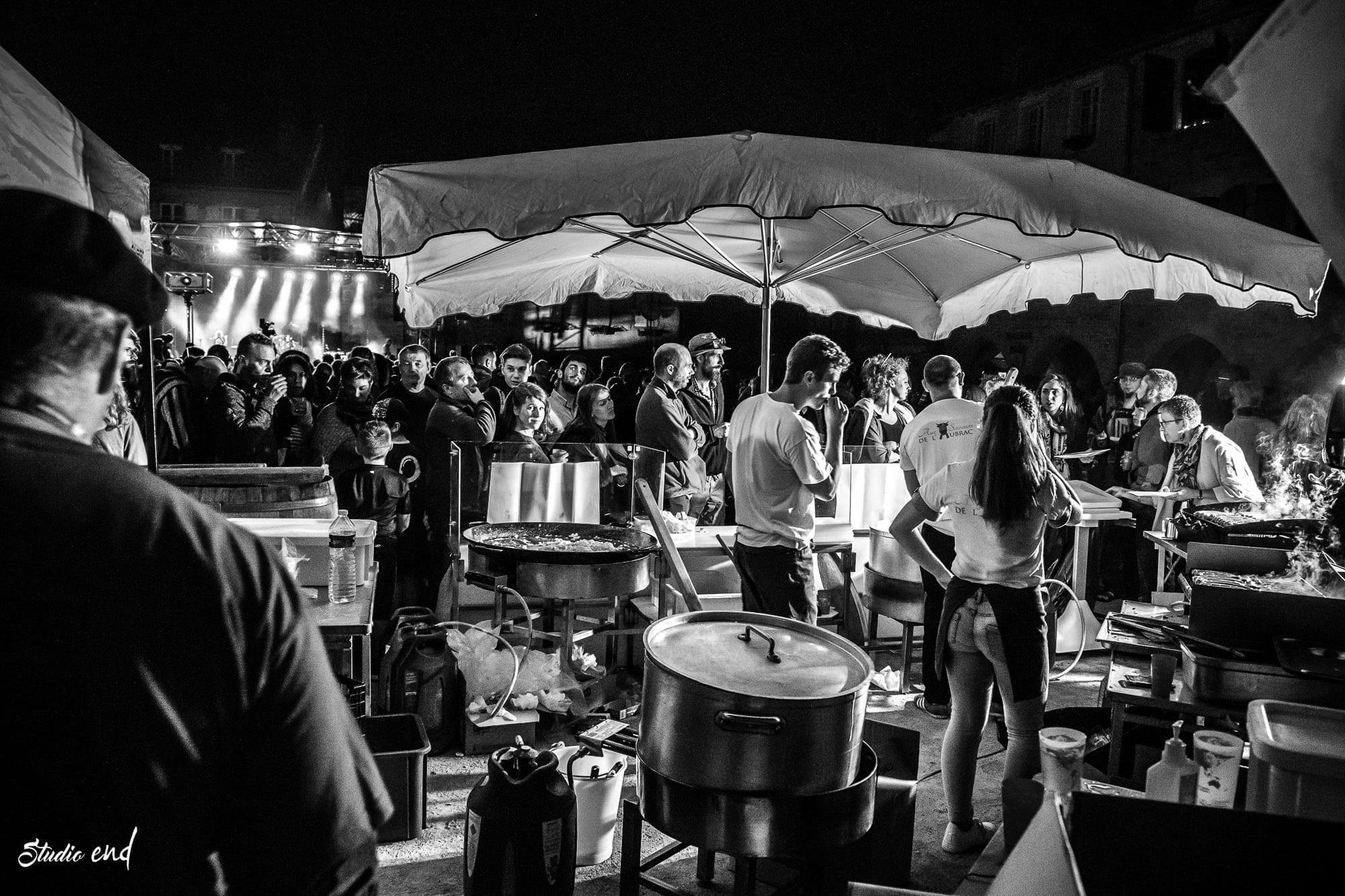Photo noir et blanc, reportage fête de village en Occitanie