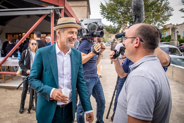 Discussion amicale lors du tournage du film professionnel de Studio End