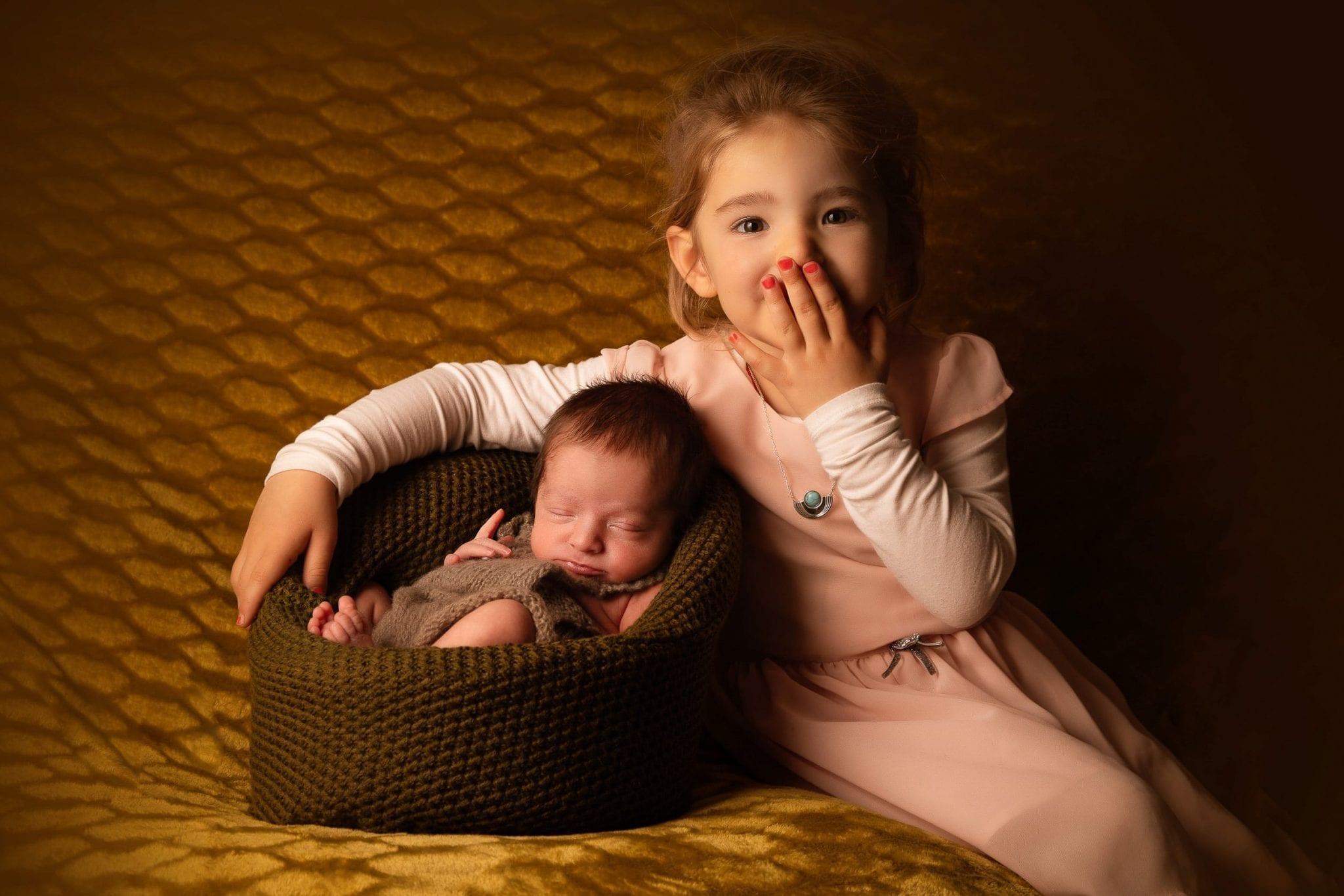 Moment frère, soeur, bébé, famille au Studio End en Aveyron