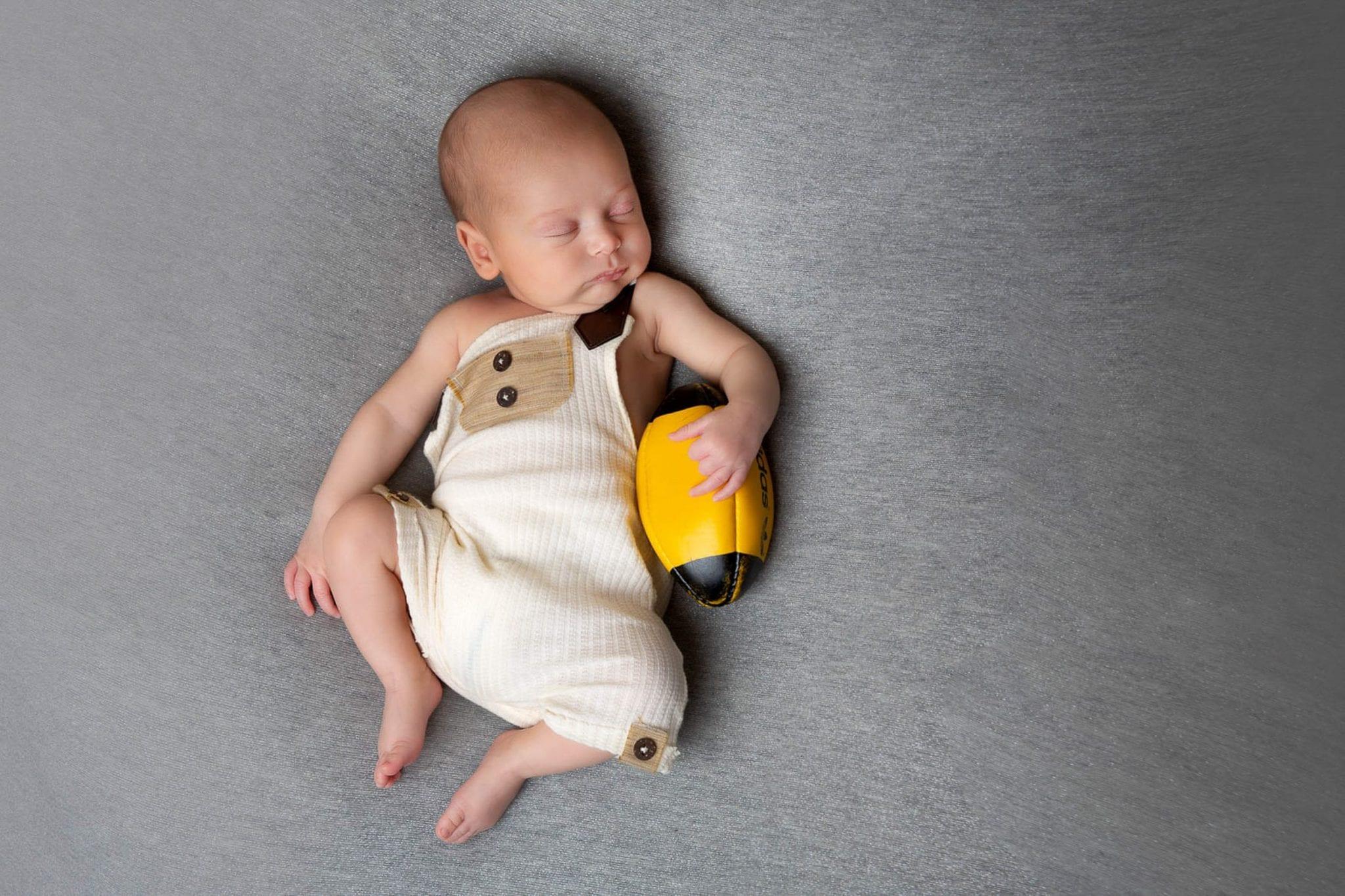 Photographe de bébé mignon Occitanie