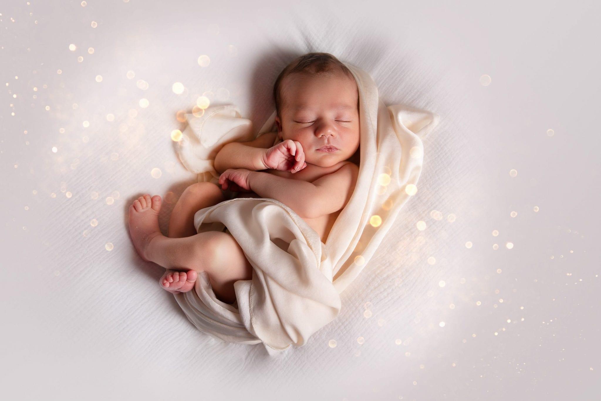 Photographe de bébé mignon dans le Tarn