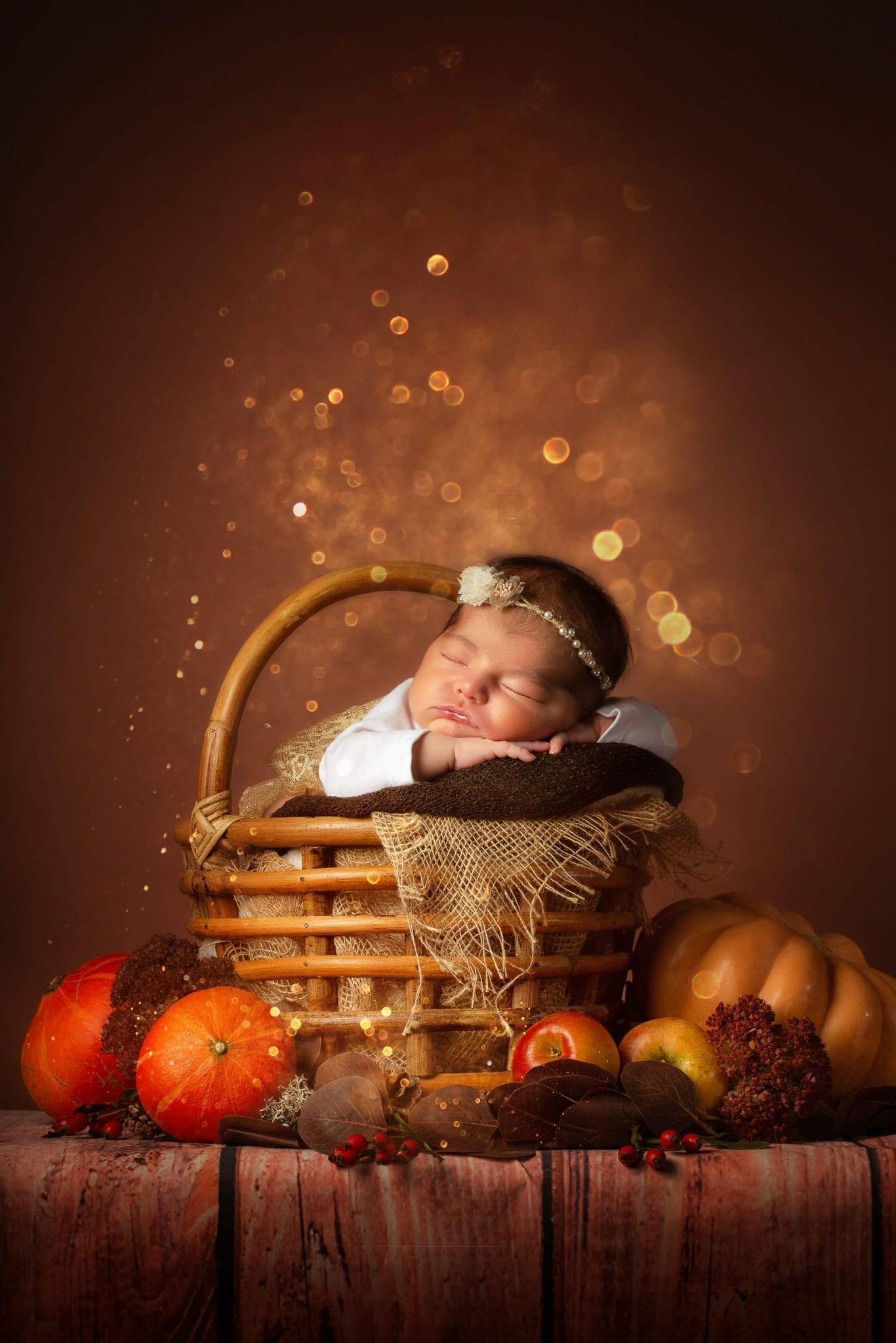 Mignon bébé pris lors d'une séance nouveau né artistique à Rodez