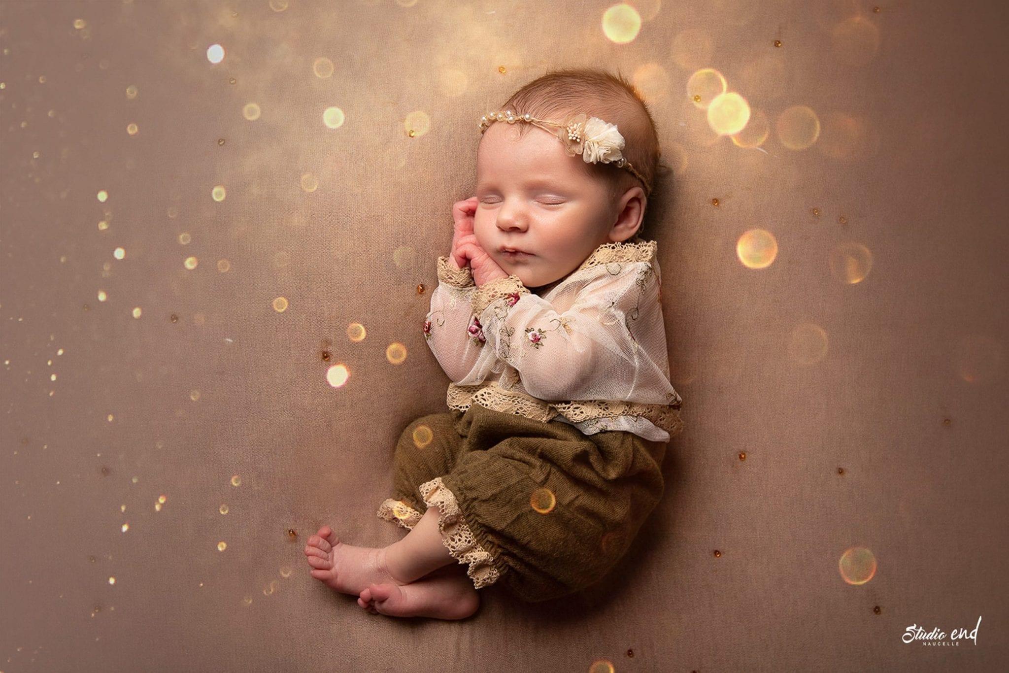 Mignon bébé pris lors d'une séance nouveau né au Studio End à Naucelle