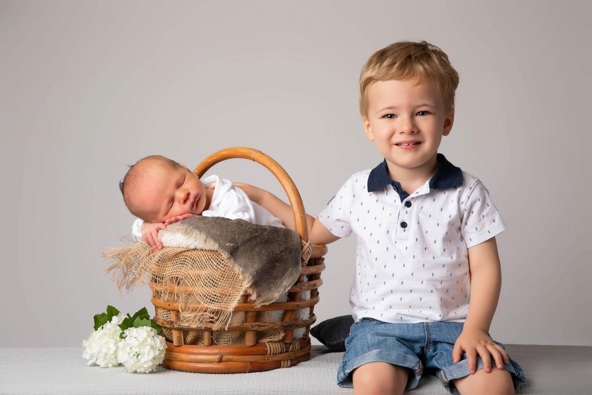 photographe bébé, famille, frère et sœur réalisée au Studio END à Naucelle en Aveyron