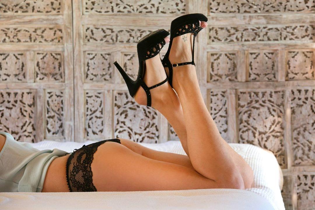 photographe de charme à Rodez jambe d'une jeune femme, photo sexy par le Studio END