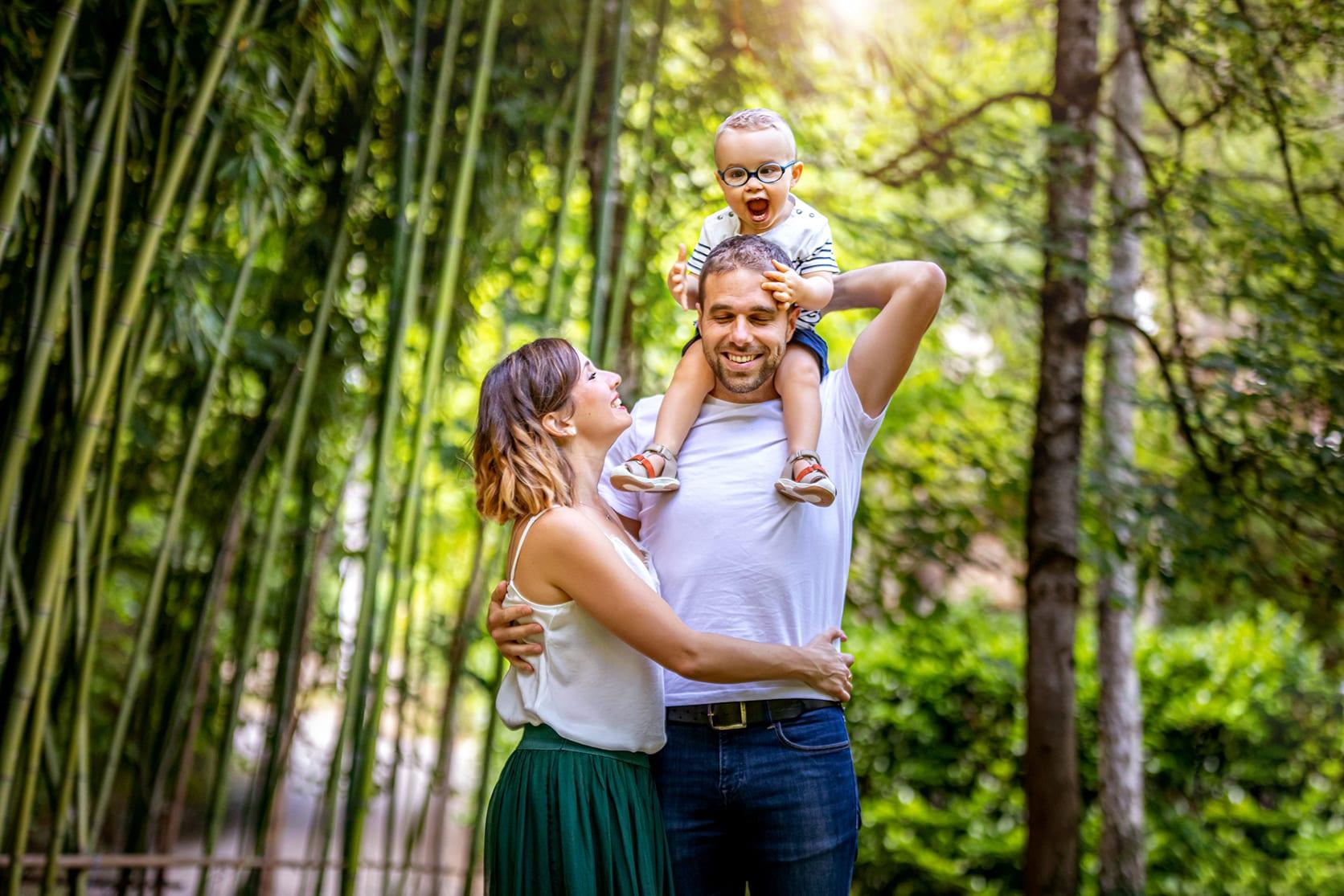 Parents et enfant, photographie extérieure à Rodez
